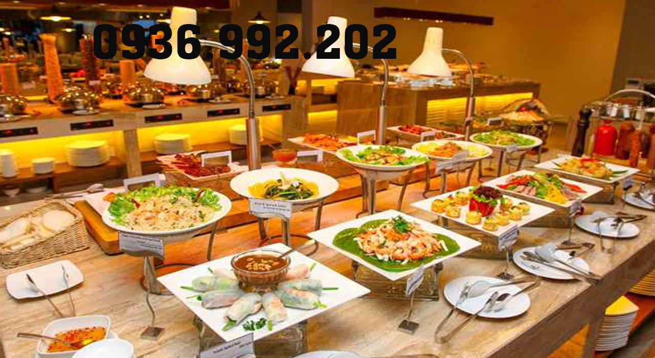 Chuẩn bị kỹ lưỡng đồ ăn và dụng cụ cần thiết phục vụ trước khi khách mời đến